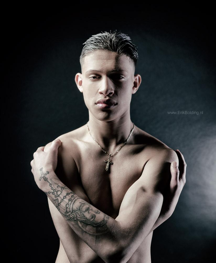 Onwijs Meer foto's van mannen of mannelijke modellen in de studio in JU-94